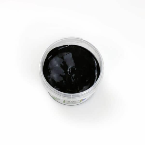 Schwarze Fingerfarbe aus natürlichen Rohstoffen von neogrün. Sicher, ohne Azofarbstoffe, ohne Parabene, ohne Petrochemikalien