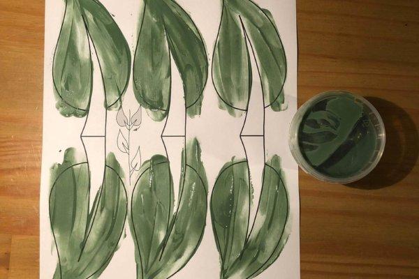 Mit Fingerfarben bemalte Druckvorlage für eine selbstgemachte Girlande