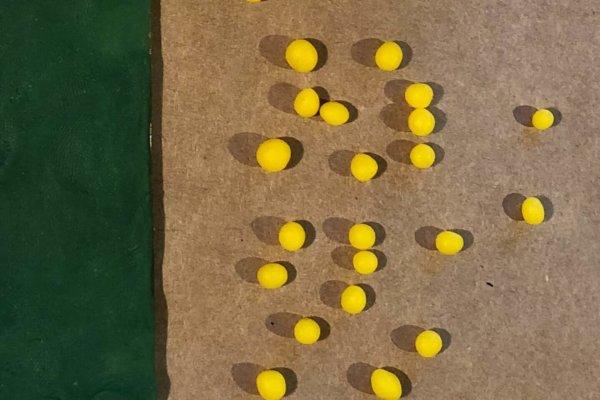 DIY Knetkugeln für Knetbild mit neogrün Knete