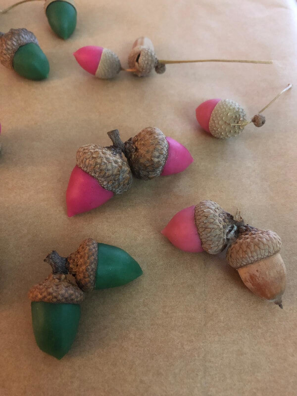 Bunte Eicheln aus Knete
