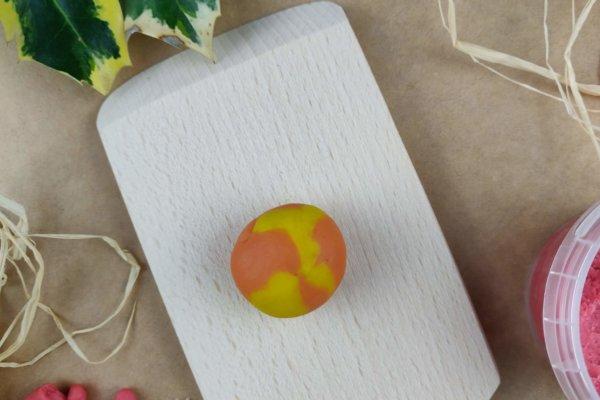 Weihnachtsstern aus Easy-Knete gelb und orange - Vorbereitung 2