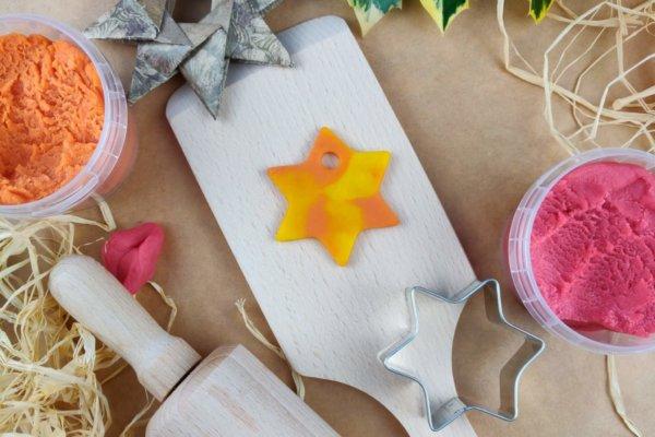 Weihnachtsstern aus Easy-Knete gelb und orange